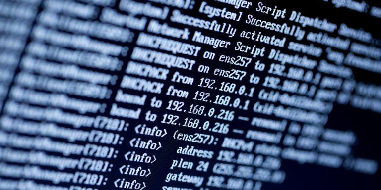 Skærm med liste over IP-adresser, sort baggrund med hvid tekst