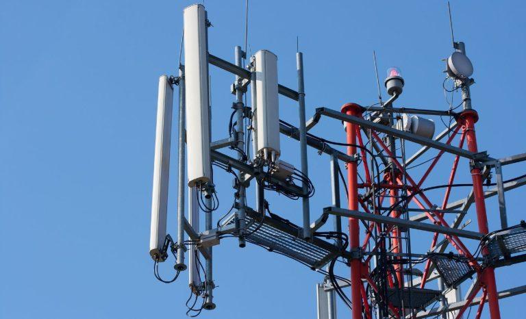 Maste med antenner til mobiltelefoni og data