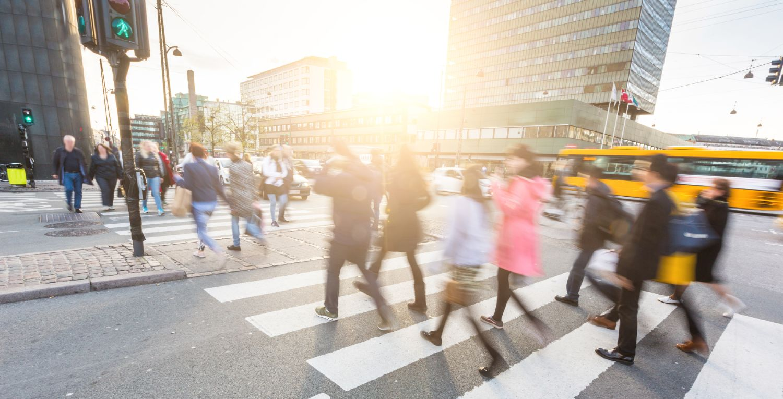 Fodgængere i et fodgængerfelt i København