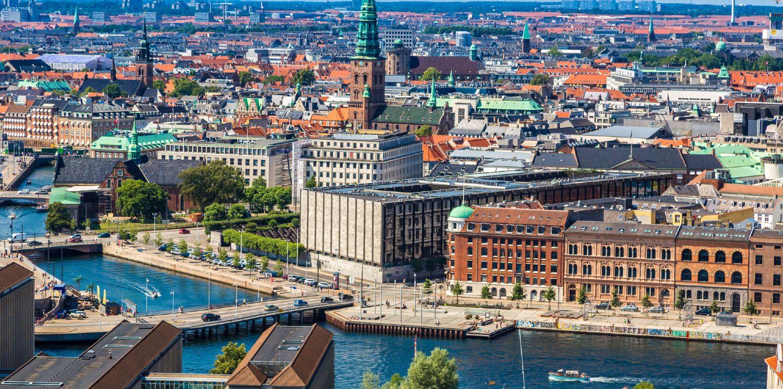 København med kanalen foran og byen bagved