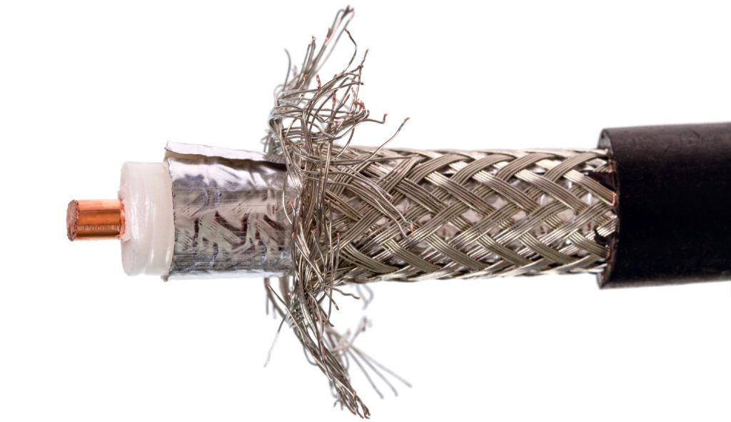 Coax kablets opbygning fra inderst til yderst